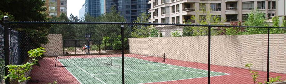 Monarchy Condos 325 335 Webb Drive for Sale or Rent in Square One Mississauga. Buy Sell Monarchy Condos.